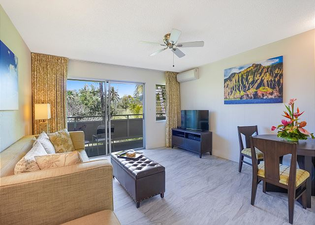 Living Area with Air Conditioning and Cable TV, Opens to Lanai