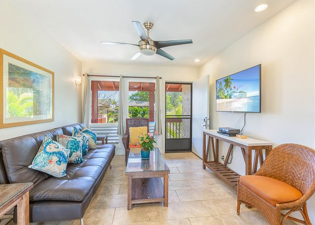 Living Room with Cable TV, WIFI, Ceiling Fan