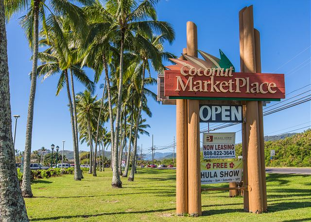 Walk to the Coconut Market Place, Free Hula Shows