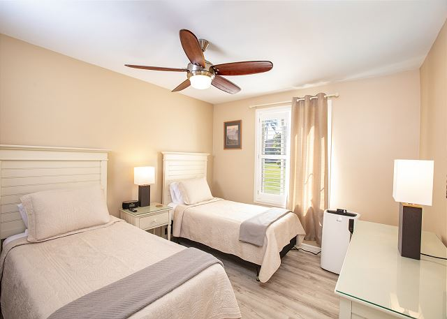 Twin Bedroom (Beds Convert to King. Fee applies)