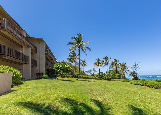 Walk from your lanai through the lawn and straight onto the beac