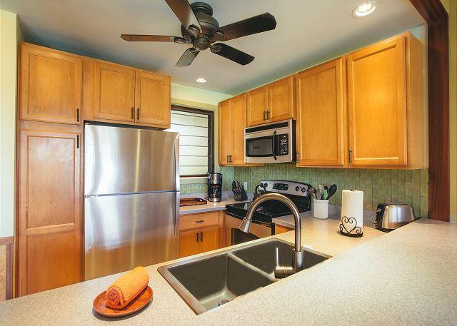 Full Kitchen and Breakfast Bar