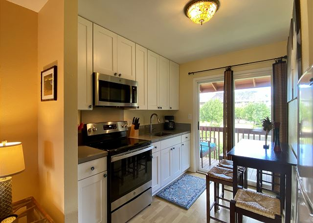 Clean, Remodeled Full Kitchen for Dining In