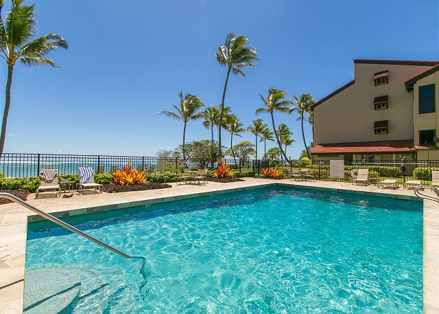Pool overlooking the Pacific Ocean