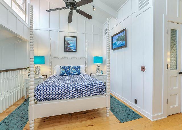 Loft Bedroom, Queen Bed