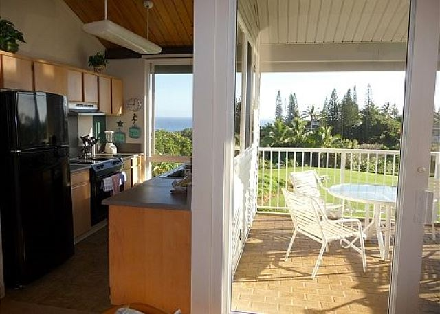 Kitchen & Outdoor Lanai