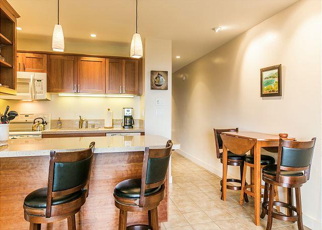 Kitchen & Seating Area