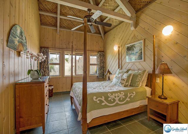 Main 2nd Bedroom, Queen Bed