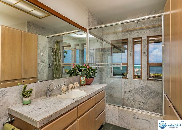 Master Bathroom Tub/Shower