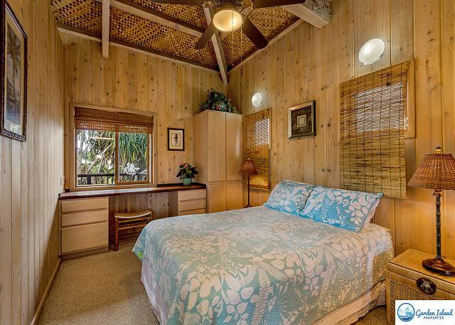 Bungalow Bedroom, Queen Bed