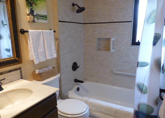 2nd bathroom with tub shower