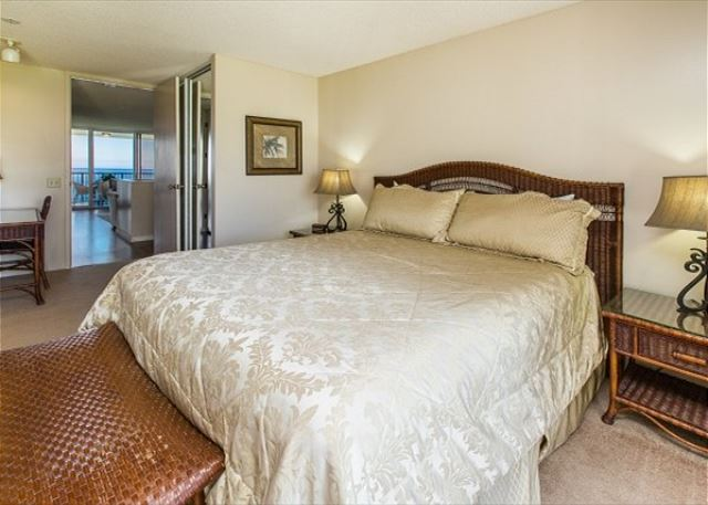 2nd level master bedroom with a King bed, private bathroom and mountain view lanai.