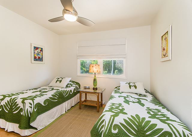 Air conditioned 3rd bedroom with 2 twin beds (may convert to a King upon request).