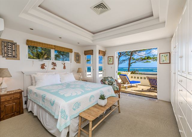 Master Bedroom with Oceanfront Lanai and King Bed