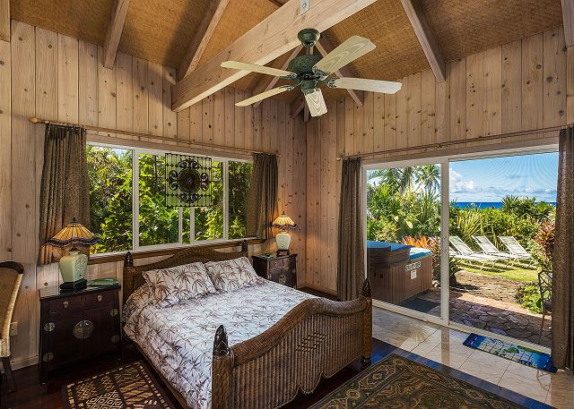 Tiki Suite with Queen Bed, Flat Screen TV and Private Hot Tub