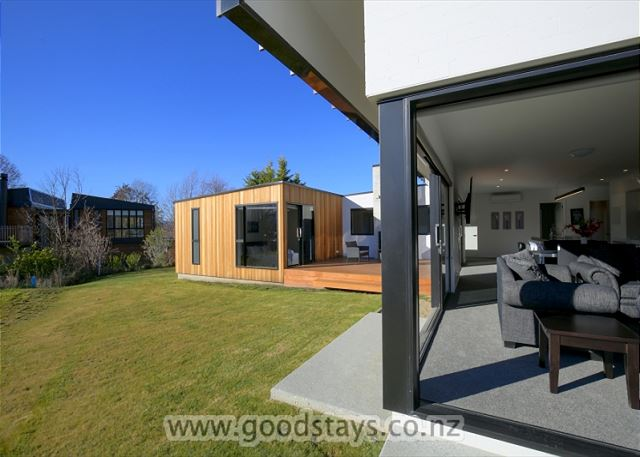 Wanaka Central Lodge (Brand New)