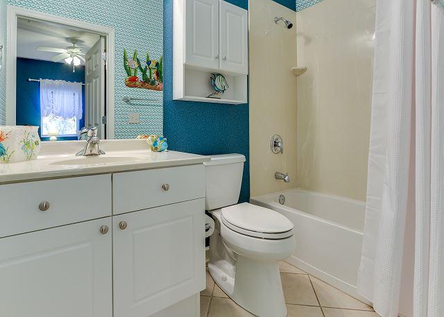 Emerald Waters 0101 - Guest Bathroom