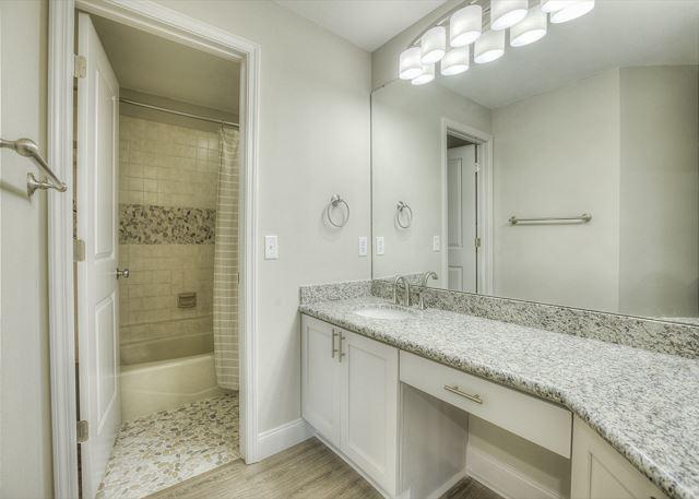 Tivoli 5245 Master Bathroom