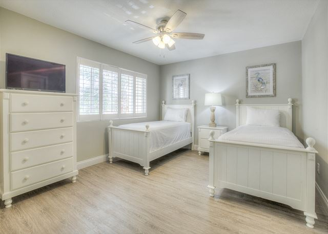 Tivoli 5245 Guest Bedroom