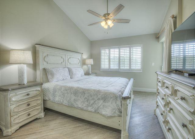 Tivoli 5245 Master Bedroom
