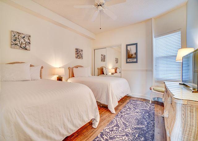 Summit 811 Guest Bedroom