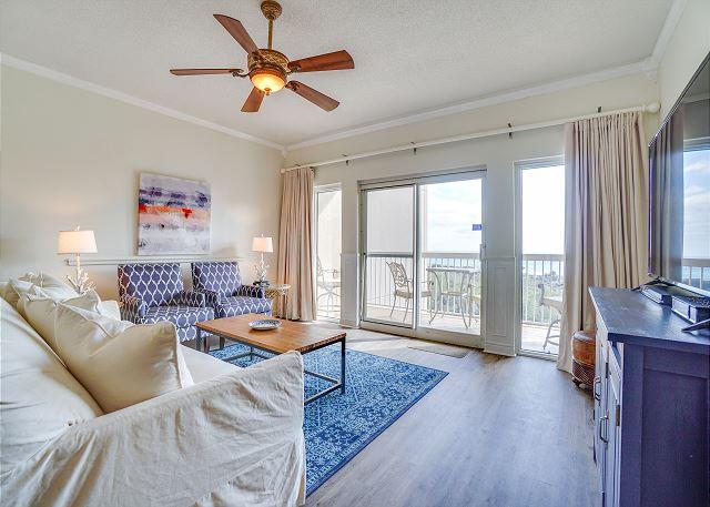 Summit 811 Living Room