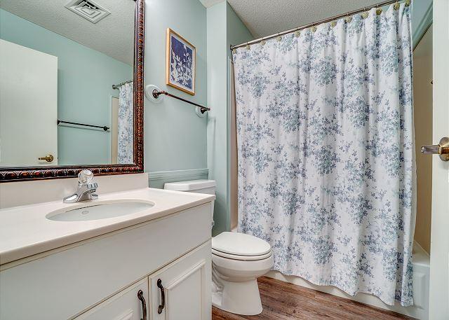 Summit 811 Guest Bathroom