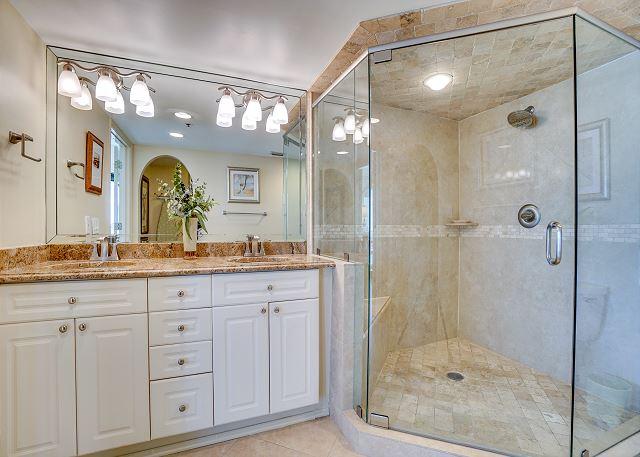 Beachside II 4313 Master Bathroom