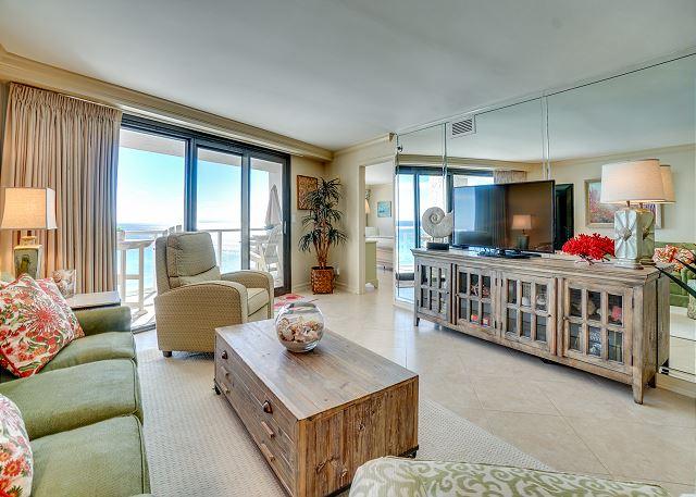 Beachside II 4313 Living Room