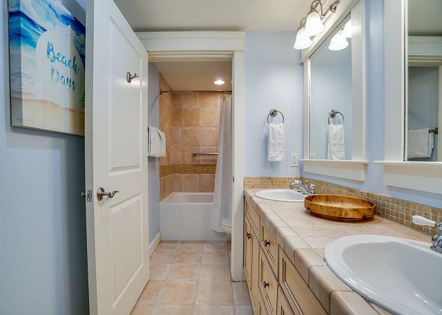Grand Sandestin Master Bathroom