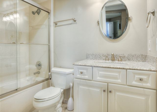 Beachside II 4271 Guest Bathroom