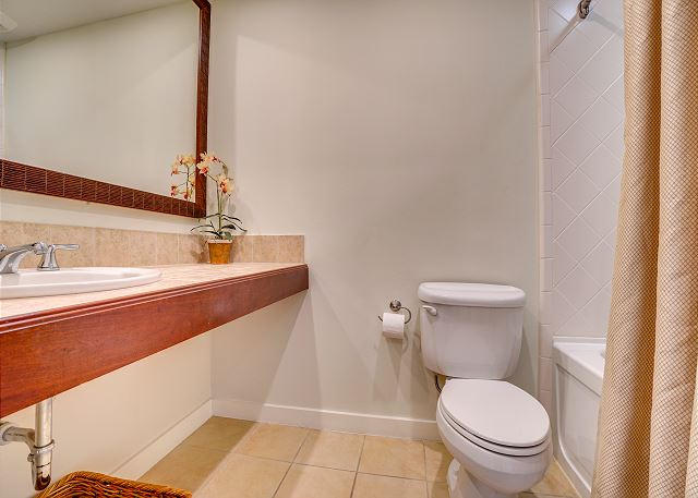 Luau 6801-03 Bathroom 2