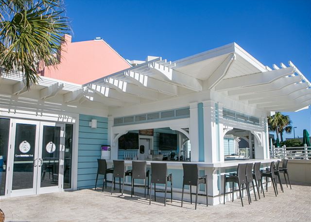 Beach Manor 1004 Tiki Bar