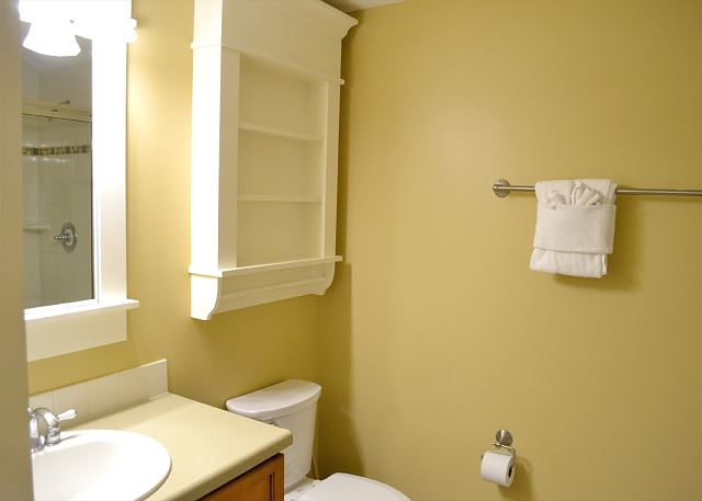 Lasata 3213 Guest Bathroom