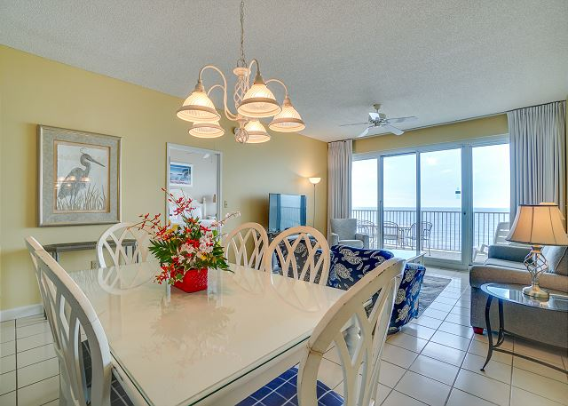 Tides 804 Dining Area