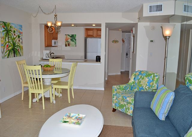 Beachside II 4297 Living Room