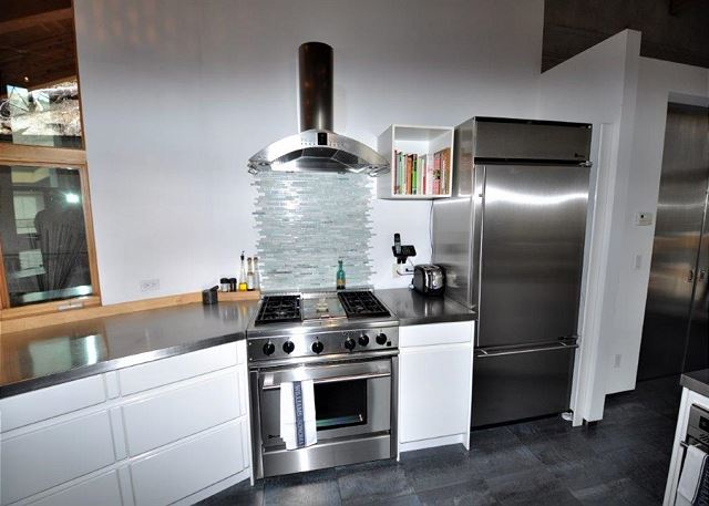 The kitchen is so very contemporary
