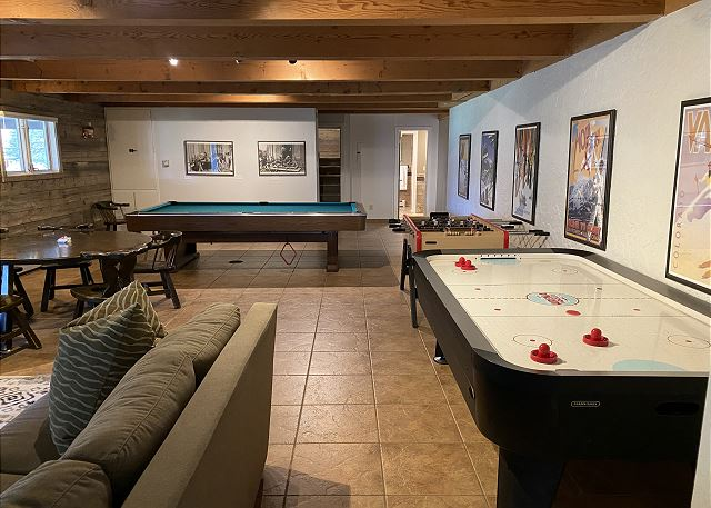 Den with Pool table, Air hockey and Fuss-ball