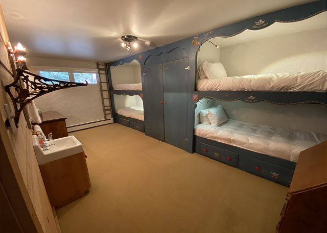 Great bunks with Individual Lighting.