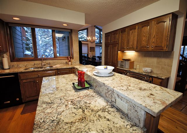Beautiful granite in the kitchen