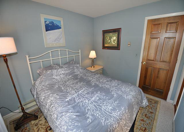 Queen ensuite bedroom
