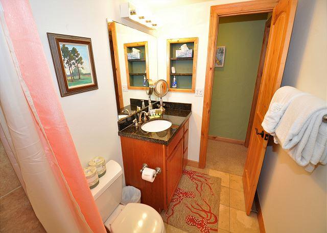 Convenient full bathroom