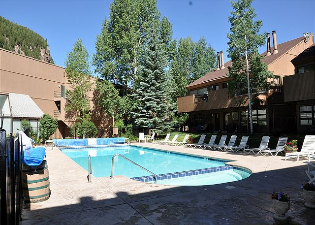 Summer pool and year round Hot Tub