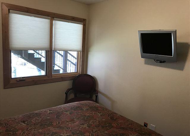 Flat Screen in Queen Bedroom