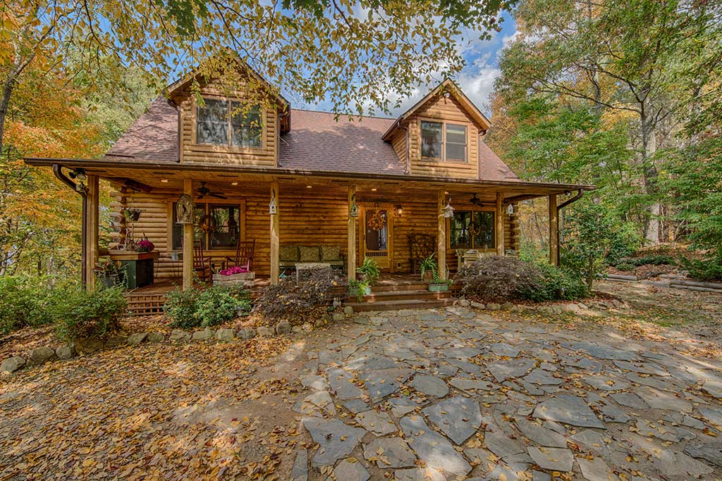 Cabin In The Clouds: 3 Bedroom, 2.5 Bath Asheville Log Cabin Perched High  Above The Mountains. 4WD Or AWD Recommended For This Private Home.