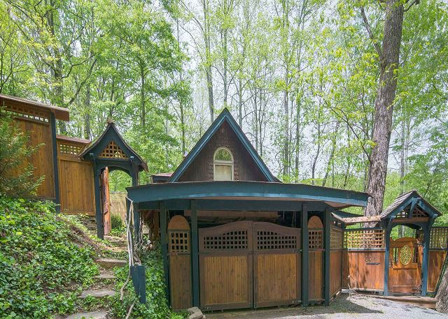 Asheville cabins vacation rentals greybeard rentals for Asheville cabin rentals pet friendly