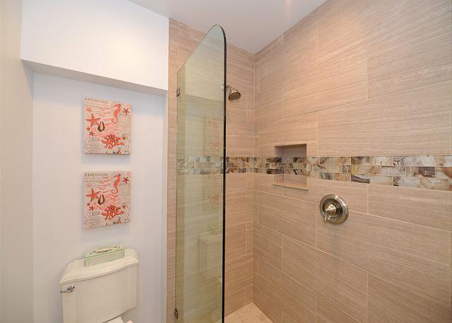 Hale Kai # 101 - Bathroom
