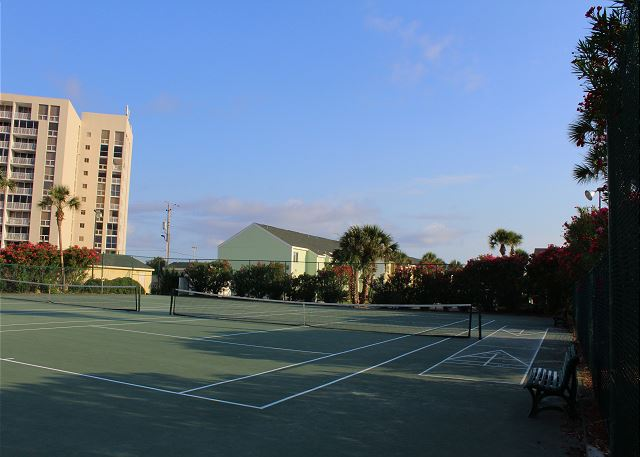 Community Tennis Courts & Shuffleboard