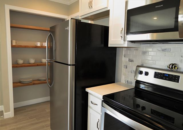 Fully Supplied Kitchen with New Appliances