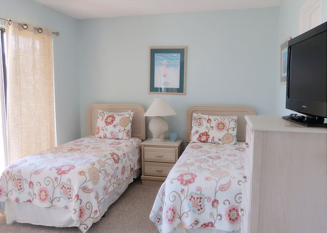 2nd Bedroom(ground floor) with 2 Twin Beds